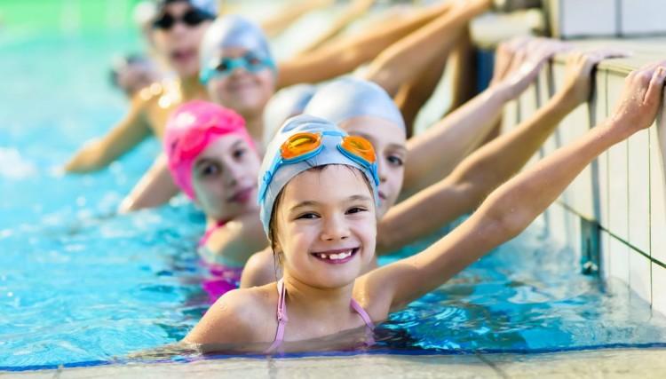 """Yusufeli Belediyesi """"Yüzme Havuzu"""" hizmete açıldı."""
