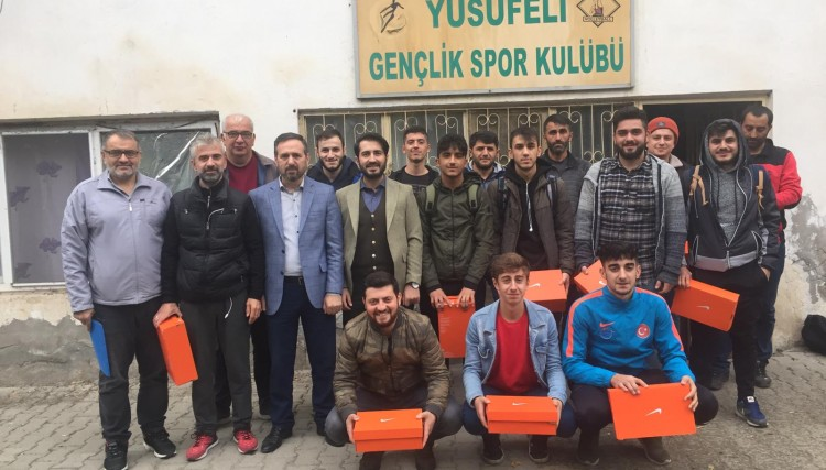 YUSUFELİ BELEDİYESİ'NDEN YUSUFELİ SPOR'A MALZEME DESTEĞİ