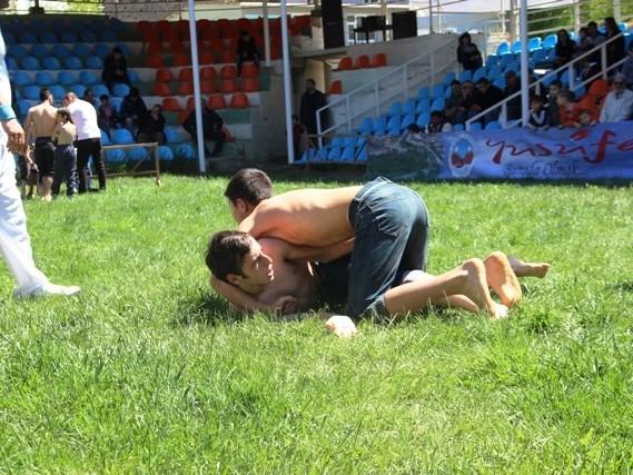 Yusufeli Geleneksel Karakucak Güreşleri Nisan 2015
